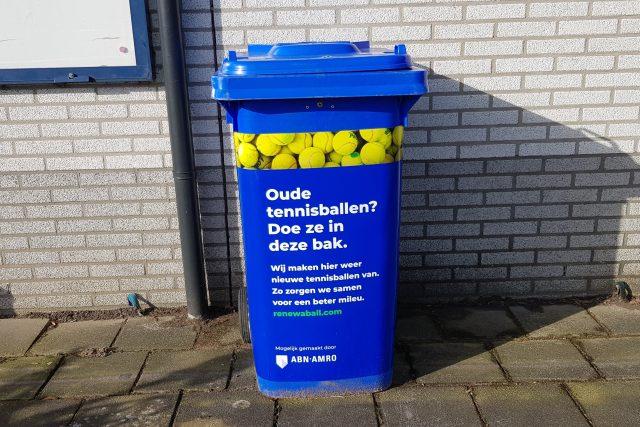 Inzamelcontainer voor oude tennisballen